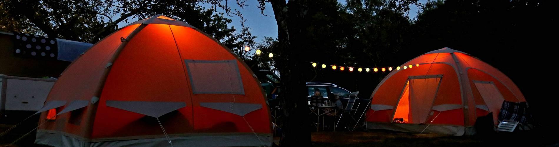 camping-les-vailhes-emplacements-bandeau-tentes-de-nuit